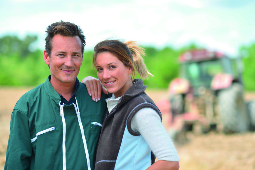 Agriculteurs-couple-agriculture-client-adherent