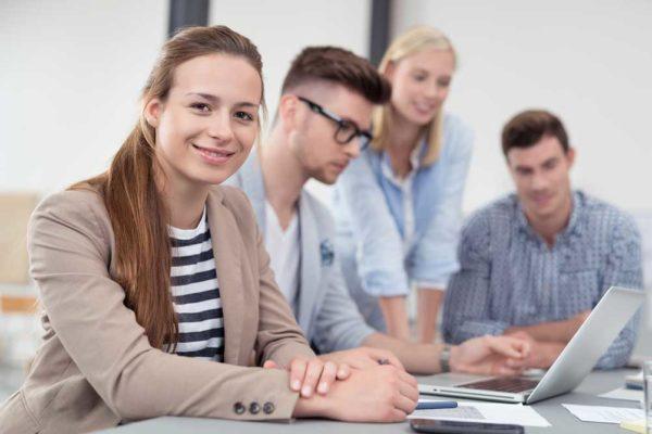 Equipe_jeunes-aide-embauche